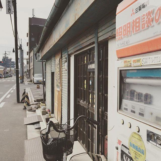 堂前みどり通りにある斎藤でんきは、郡山の昭和を感じさせる。 #郡山 #郡山市 #斎藤でんき #昭和 #レトロ #堂前町 #みどり通り #道路 #street #koriyama #fukushima