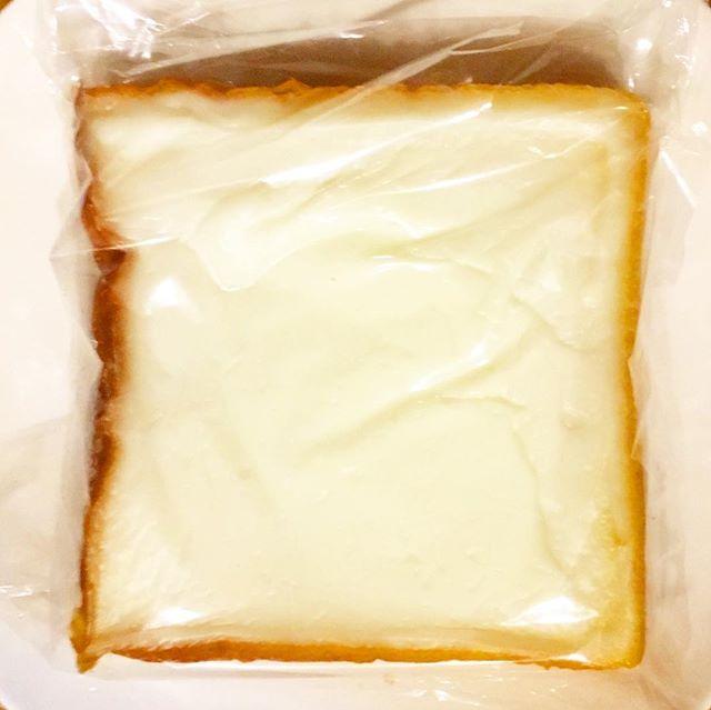 ノームズインは須賀川のパン屋さんなんだけど、大きなクリームボックス発見!#ノームズイン #パン屋 #須賀川市 #クリームボックス #郡山パン #郡山グルメ #名物 #6つ切り #大きめ #郡山 #郡山市 #甘すぎない #妖精のパン #かわいい