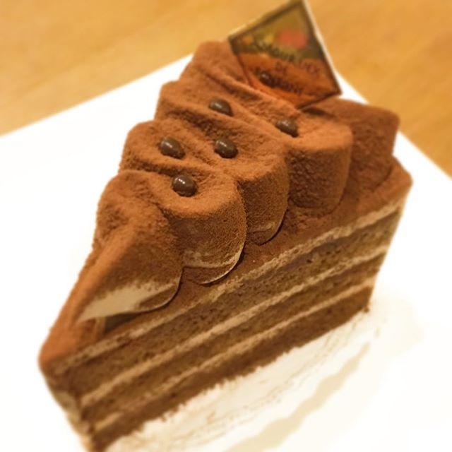 アムールドボンボンのショコラケーキ最高。郡山で生チョコ風ケーキならこれ!#アムールドボンボン #ケーキ #ショコラケーキ #チョコ #生チョコ #甘すぎない #苦すぎない #うまい #ご褒美 #バースデーケーキ #おやつ #郡山市 #郡山 #菜根 #郡山ケーキ