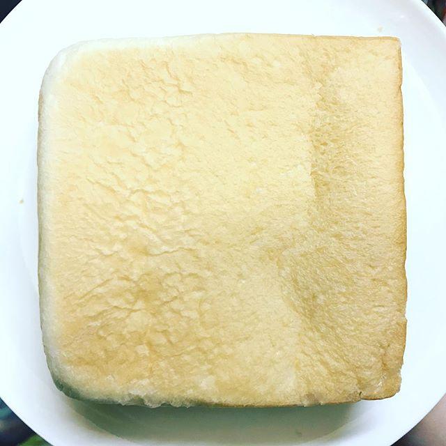 のがみの食パン、最後になって写真撮ってないことに気づいたらコレ。#食パン #パン #生食パン #生食パン乃が美 #のがみ #乃が美 #パンの耳 #高級パン #一斤 #二斤 #端っこ #本町 #郡山市 #郡山 #koriyama #インスタ映え しない